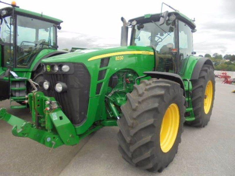 ... Traktor of the type John Deere 8330 TLS in Logroño la Rioja (Picture 2)  ...