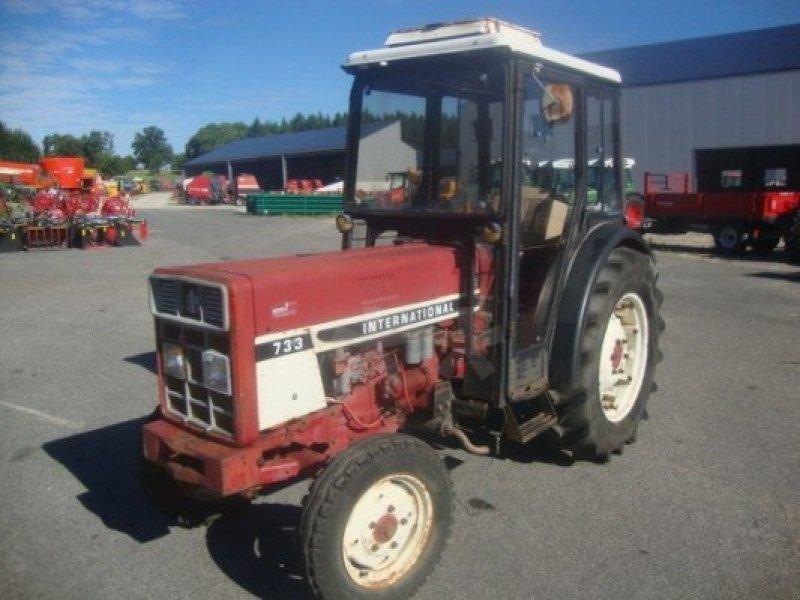 case ih 733 tracteur pour viticulture  19410 st bonnet l
