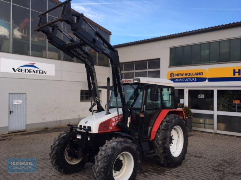 Traktor des Typs Steyr 958 in Neuhof-Zenn (Bild 1)