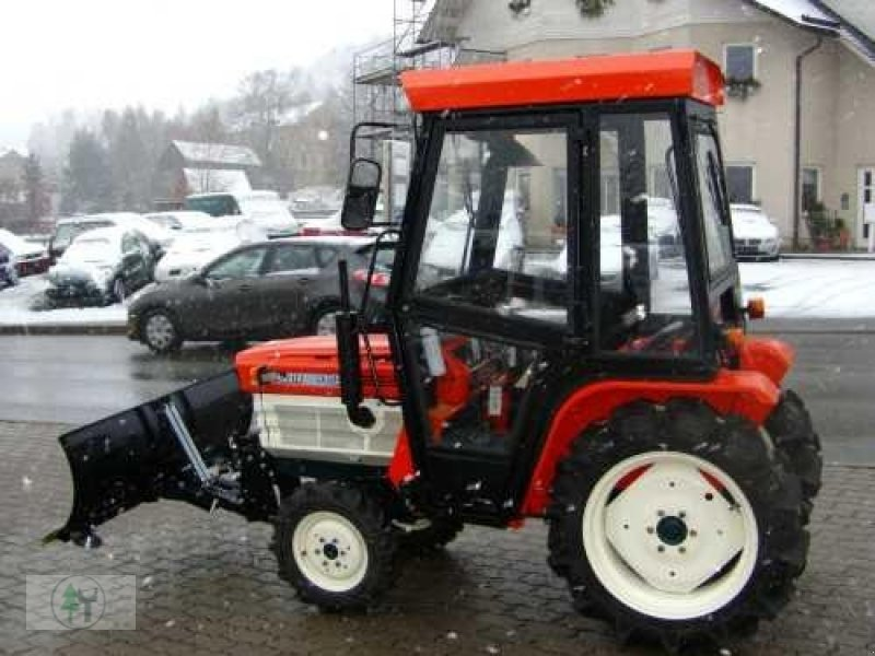 kubota kleintraktor kubota b1600 allrad mit schneeschild. Black Bedroom Furniture Sets. Home Design Ideas