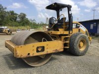 Caterpillar CS-533E Gummiradwalze