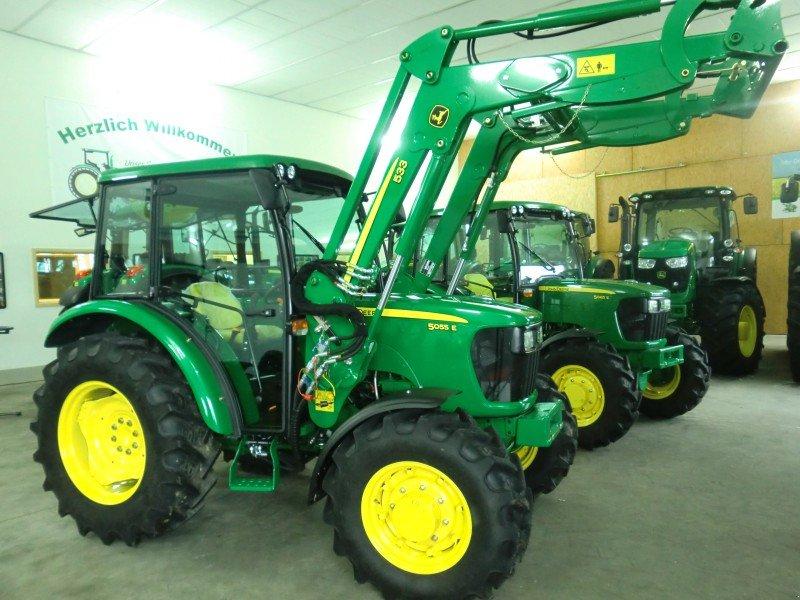 john deere 5055e allrad mit frontlader traktor. Black Bedroom Furniture Sets. Home Design Ideas