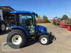 Kommunaltraktor des Typs New Holland Boomer 45 D in Buch am Wald