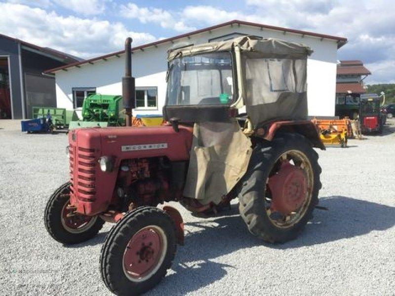 mccormick d 326 oldtimer traktor. Black Bedroom Furniture Sets. Home Design Ideas