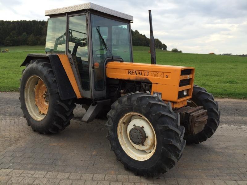 Tracteur renault 751