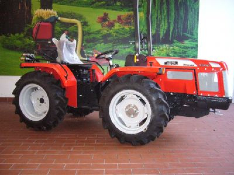 antonio carraro tigrone 5500 traktor. Black Bedroom Furniture Sets. Home Design Ideas